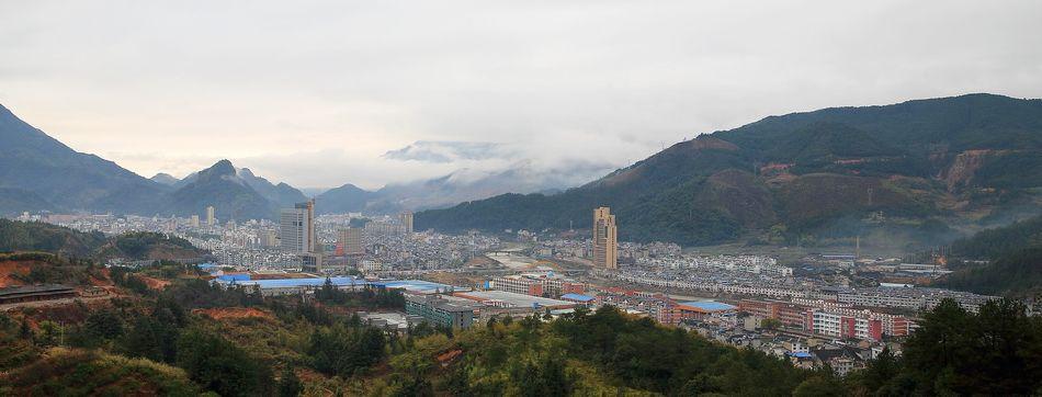 拍摄于庆元县蒙州街道周墩村后面梨山上.